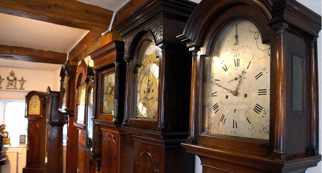 antiquelongcaseclocks